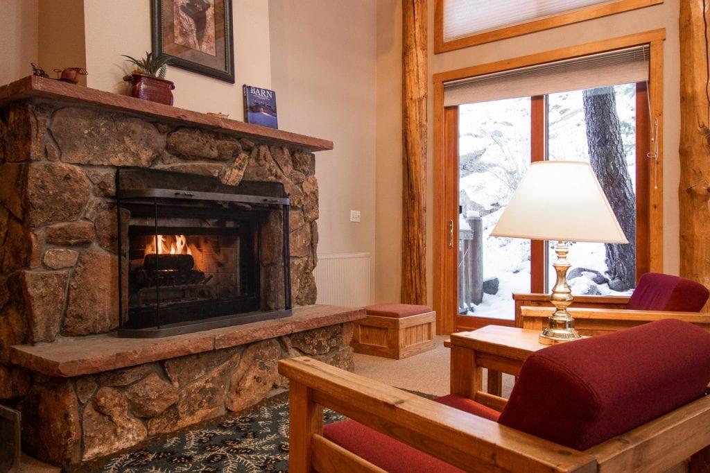 fireplace-castle-mountain-lodge