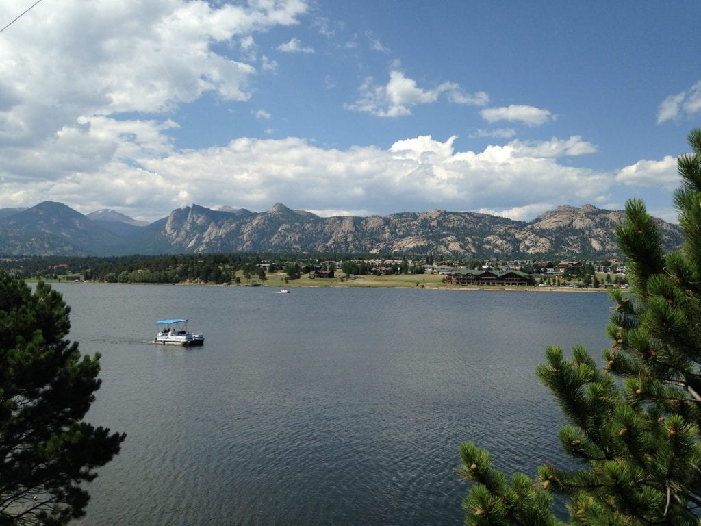 boating-on-Lake-Estes